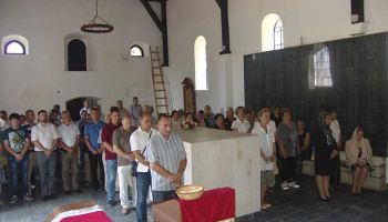 СПЦ, Срна, 25.7.2015, У Садиловцу служена прва Света Литургија након рата