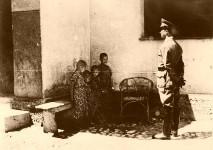 Јастребарско: Хрватски логор за Српчиће, двориште изолације у фрањевачком самостану Свети Павле, недалеко од централног логора у напуштеном дворцу мађарског грофа Ердељија, лето 1942. Фото: Архива