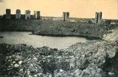 Смедеревска тврђава деспота Ђурђа, кратер после експлозије 5. јуна 1941, дубина око 9m, ширина 50m Фото: srpskapolitika.com