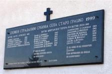 Спомен плоча убијеним жетеоцима у Старом Грацком, 22. јула 1999. Фото: СРНА