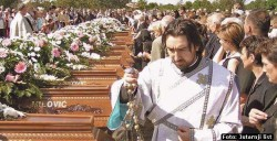 Сахрана дела жртава масакра у Паулин Двору Фото: Јутарњи лист