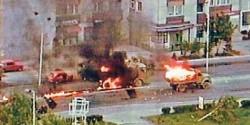 Напад муслиманске паравојске на колону ЈНА у извлачењу из Тузле, 15.5.1992. Фото: Screenshot