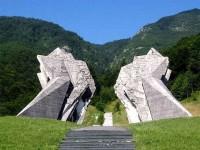Споменик на Тјентишту, кањон Сутјеске Фото: РТРС