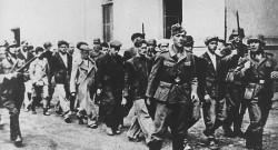 Немци хапсе Крагујевчане уочи масовних стрљања 21. октобра 1941. Фото: Архива, USHMM, Photograph #46726