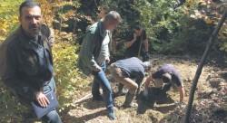Откопавање земних остатака двојице четника на Јелици, 15. октобра 2017. Фото Г. Оташевић