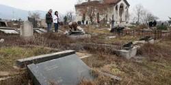 Косовска Митровица: Разорено гробље у јужном делу града Фото: ТВ Грачаница