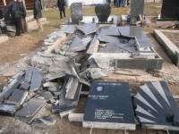 Надгробни споменици на гробљу у Прилужју уништени су експлозивом Фото: Блиц