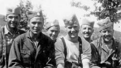 "Роберт Тис, Џерард Хајники, Томас Диксон, Гордон Бродхед и Роберт Касиди, 1944. година Фото: Политика, из књиге ""Сломљена крила Златибора"""